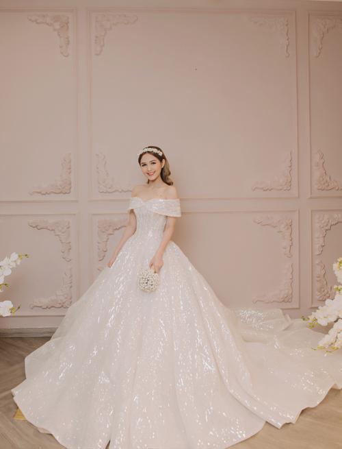 Vợ sắp cưới kém 13 tuổi của streamer Xemesis: Visual đỉnh nhưng body còn nuột hơn-5