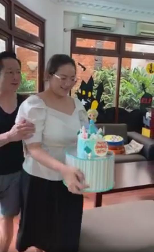 Phan Như Thảo bị mỉa mai như bà với cháu khi xuất hiện bên con gái-1