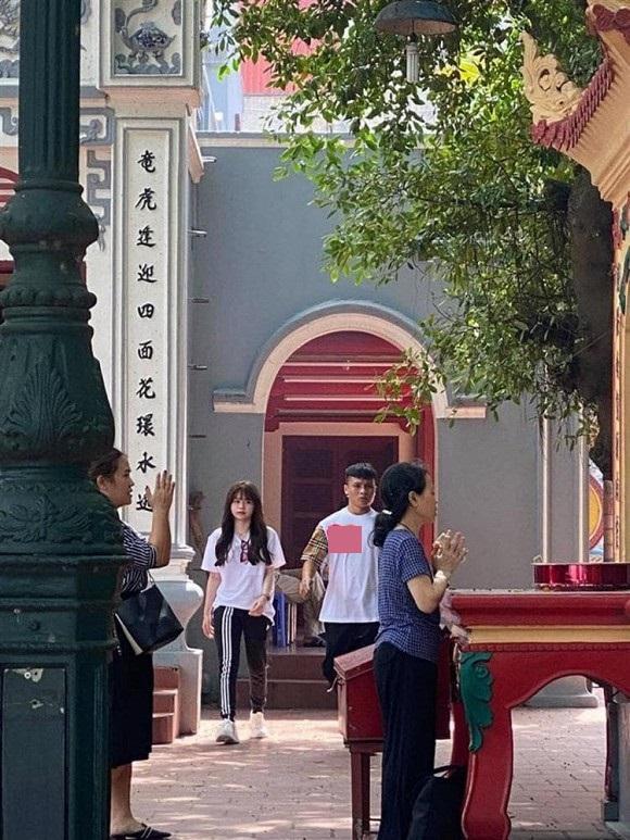 Mới tháng trước, Huỳnh Anh vẫn khoe dép tình yêu trên xe Mercedes của Quang Hải-8