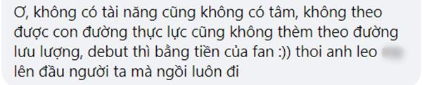 'Tiễn' hoa fan tặng vào thùng rác lộ liễu nam idol Trung nhận làn sóng phẫn nộ-6