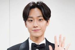 Thực hư Lee Do Hyun có bạn gái, dám lấy quà fan tặng cho nhân tình