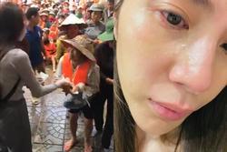 Thủy Tiên đăng ảnh nước mắt đầm đìa giữa hành trình cứu trợ miền Trung