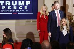 Các con ông Trump nở nụ cười rạng rỡ tham gia tiệc theo dõi kết quả bầu cử, 'nữ thần Nhà Trắng' Ivanka nổi bật với vẻ đẹp hoàn hảo