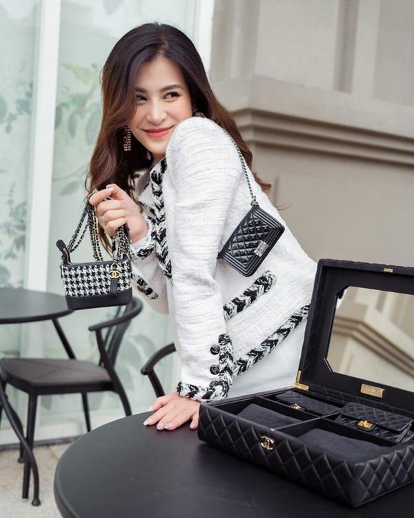 Đông Nhi chi 700 triệu sắm bộ túi Chanel tí hon, quyết không thua Ngọc Trinh, Cường Đô La-2