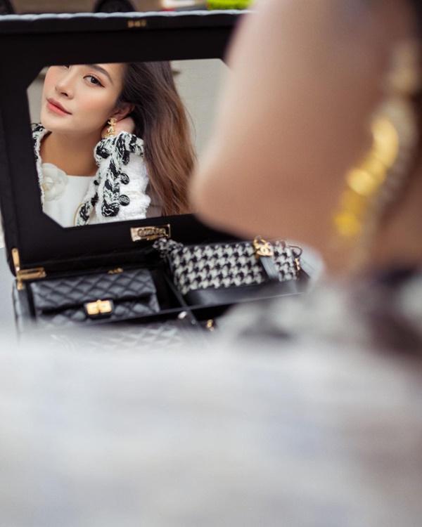 Đông Nhi chi 700 triệu sắm bộ túi Chanel tí hon, quyết không thua Ngọc Trinh, Cường Đô La-3
