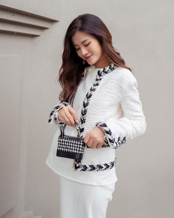 Đông Nhi chi 700 triệu sắm bộ túi Chanel tí hon, quyết không thua Ngọc Trinh, Cường Đô La-4