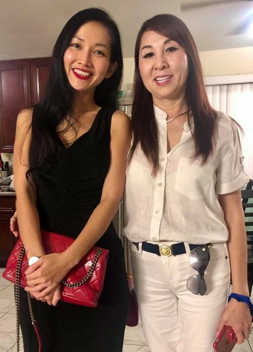 Kim Hiền khóc khi gọi video xem lễ đặt bài vị sau hơn 100 ngày mẹ mất-5