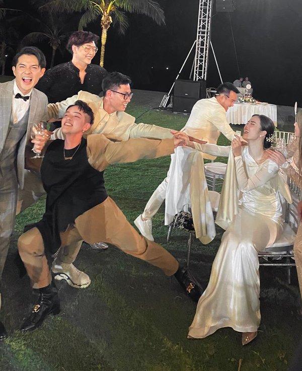 ĐÀO MỘ đám cưới Đông Nhi: 200 khách mời lúc đi hết mình - lúc về hết hồn-12