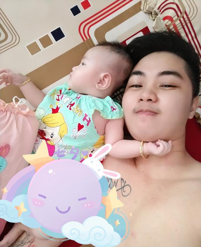 Hé lộ ảnh chăm con của người đàn ông Việt Nam đầu tiên mang bầu trước khi chia tay vợ-6