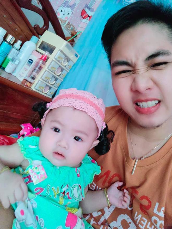 Hé lộ ảnh chăm con của người đàn ông Việt Nam đầu tiên mang bầu trước khi chia tay vợ-7