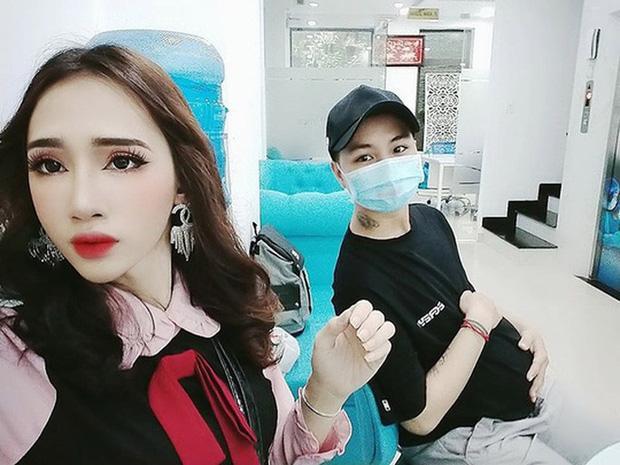 Hé lộ ảnh chăm con của người đàn ông Việt Nam đầu tiên mang bầu trước khi chia tay vợ-3