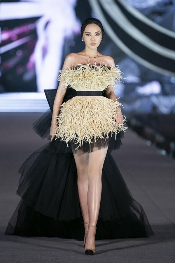 Tiểu Vy - Kỳ Duyên so tài catwalk, top 35 thí sinh hoa hậu tỏa sáng đêm Người Đẹp Thời Trang-1