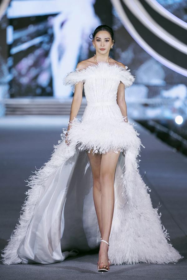 Tiểu Vy - Kỳ Duyên so tài catwalk, top 35 thí sinh hoa hậu tỏa sáng đêm Người Đẹp Thời Trang-3