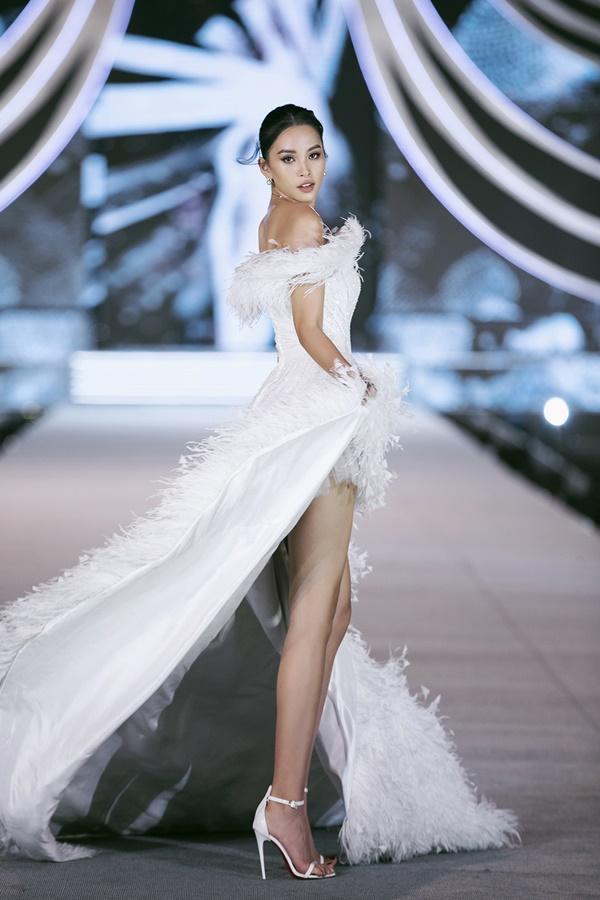 Tiểu Vy - Kỳ Duyên so tài catwalk, top 35 thí sinh hoa hậu tỏa sáng đêm Người Đẹp Thời Trang-4