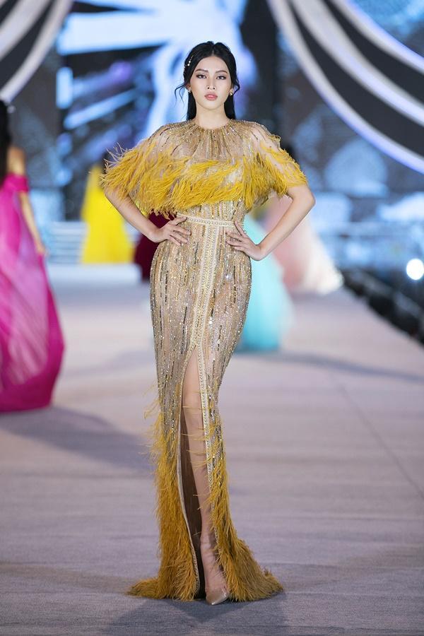 Tiểu Vy - Kỳ Duyên so tài catwalk, top 35 thí sinh hoa hậu tỏa sáng đêm Người Đẹp Thời Trang-8