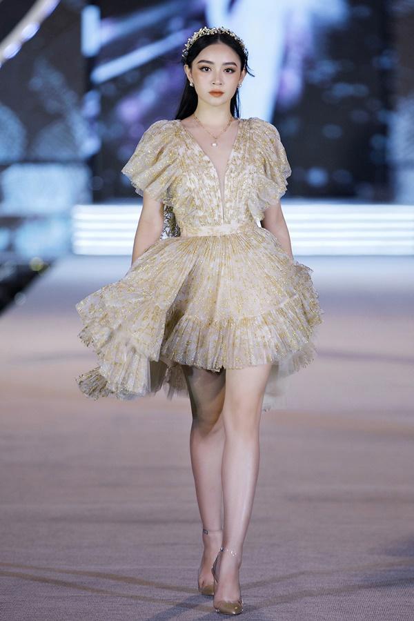 Tiểu Vy - Kỳ Duyên so tài catwalk, top 35 thí sinh hoa hậu tỏa sáng đêm Người Đẹp Thời Trang-9