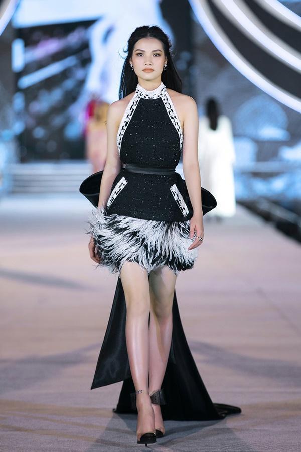 Tiểu Vy - Kỳ Duyên so tài catwalk, top 35 thí sinh hoa hậu tỏa sáng đêm Người Đẹp Thời Trang-18