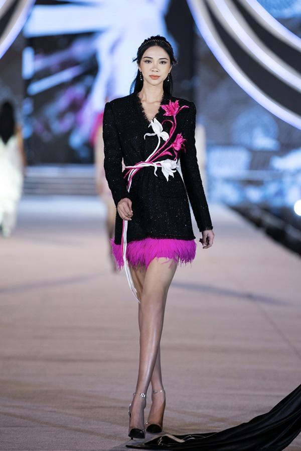 Tiểu Vy - Kỳ Duyên so tài catwalk, top 35 thí sinh hoa hậu tỏa sáng đêm Người Đẹp Thời Trang-19