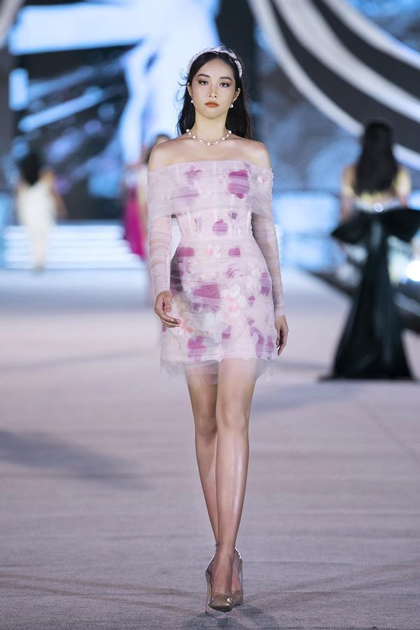 Tiểu Vy - Kỳ Duyên so tài catwalk, top 35 thí sinh hoa hậu tỏa sáng đêm Người Đẹp Thời Trang-20