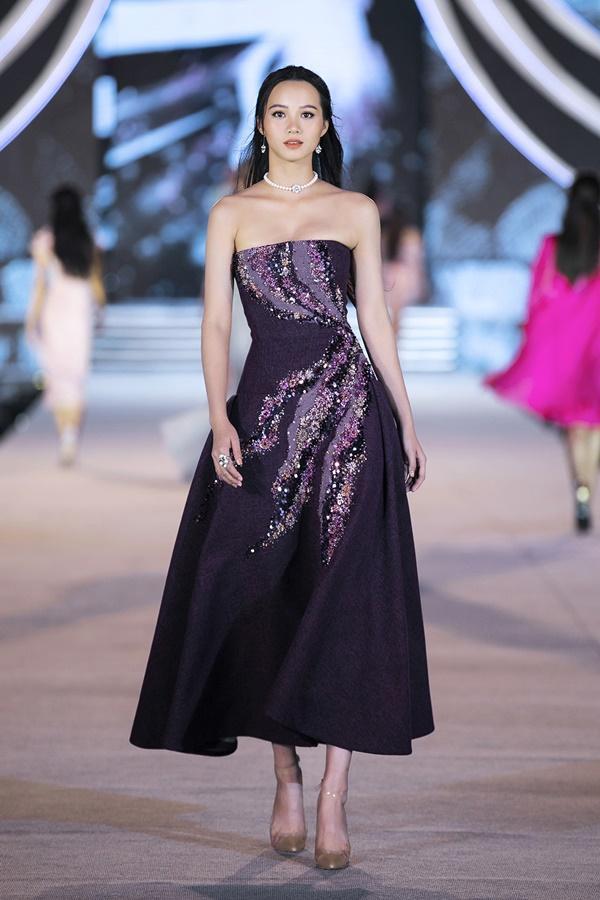 Tiểu Vy - Kỳ Duyên so tài catwalk, top 35 thí sinh hoa hậu tỏa sáng đêm Người Đẹp Thời Trang-23