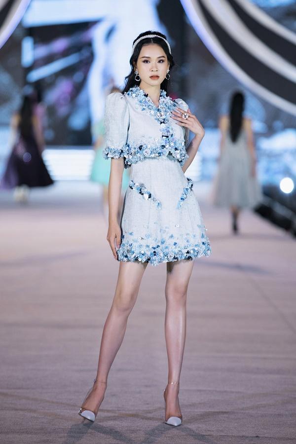 Tiểu Vy - Kỳ Duyên so tài catwalk, top 35 thí sinh hoa hậu tỏa sáng đêm Người Đẹp Thời Trang-25