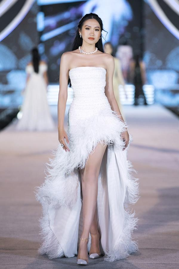 Tiểu Vy - Kỳ Duyên so tài catwalk, top 35 thí sinh hoa hậu tỏa sáng đêm Người Đẹp Thời Trang-31