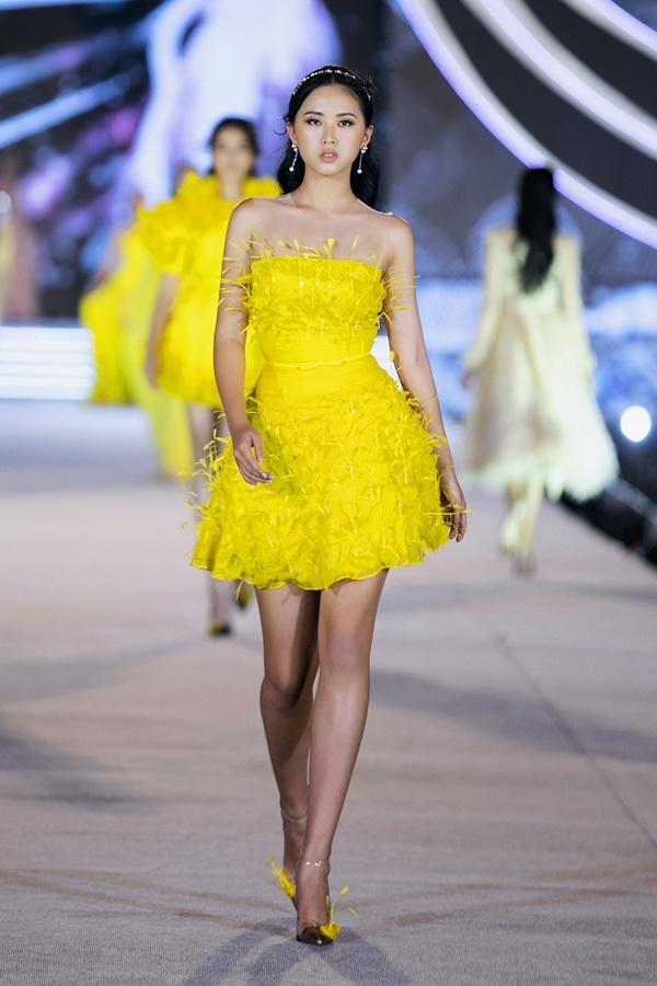 Tiểu Vy - Kỳ Duyên so tài catwalk, top 35 thí sinh hoa hậu tỏa sáng đêm Người Đẹp Thời Trang-35