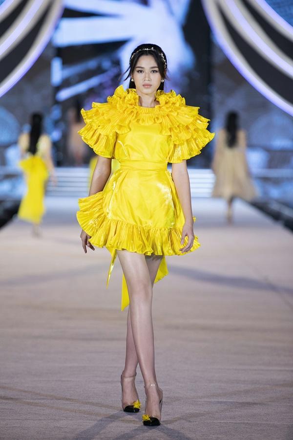 Tiểu Vy - Kỳ Duyên so tài catwalk, top 35 thí sinh hoa hậu tỏa sáng đêm Người Đẹp Thời Trang-36
