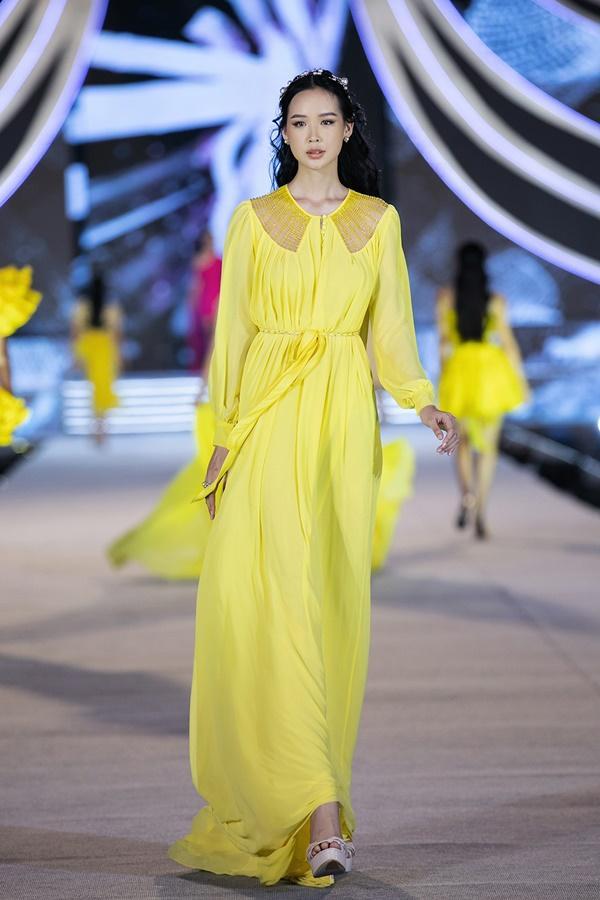 Tiểu Vy - Kỳ Duyên so tài catwalk, top 35 thí sinh hoa hậu tỏa sáng đêm Người Đẹp Thời Trang-37