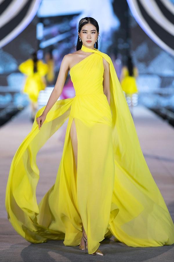 Tiểu Vy - Kỳ Duyên so tài catwalk, top 35 thí sinh hoa hậu tỏa sáng đêm Người Đẹp Thời Trang-38