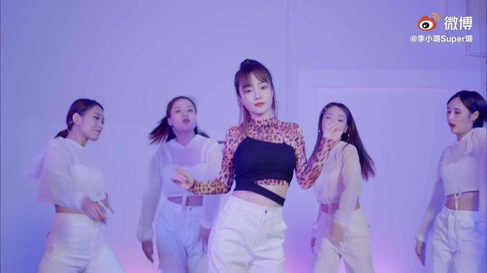 Người đẹp cắm sừng Lý Tiểu Lộ bị chỉ trích mặt dày khi tung MV tái xuất showbiz-4