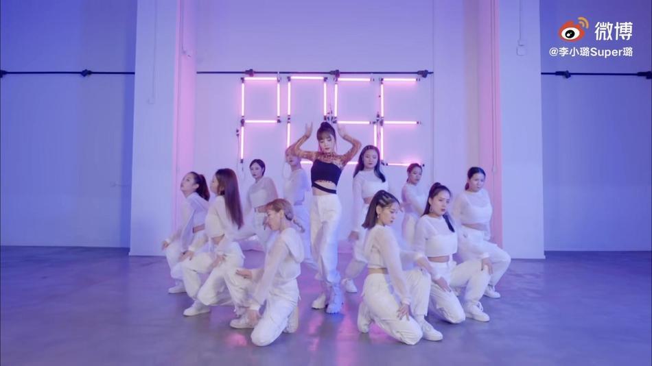 Người đẹp cắm sừng Lý Tiểu Lộ bị chỉ trích mặt dày khi tung MV tái xuất showbiz-5
