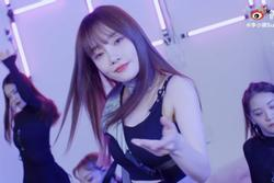 'Người đẹp cắm sừng' Lý Tiểu Lộ bị chỉ trích mặt dày khi tung MV tái xuất showbiz
