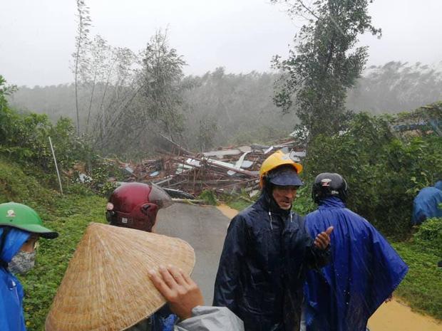 Clip: Khoảnh khắc sạt lở núi vùi lấp người đi đường ở Quảng Nam: Chạy, chạy, chạy đi…-3