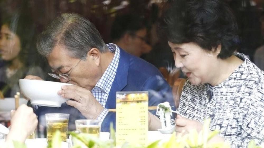 Khi các Nguyên thủ Thế giới cũng đam mê món ăn đường phố Việt Nam-14