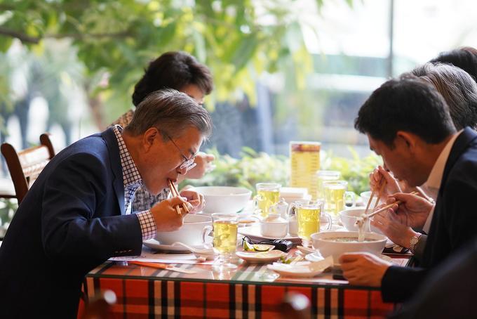 Khi các Nguyên thủ Thế giới cũng đam mê món ăn đường phố Việt Nam-15