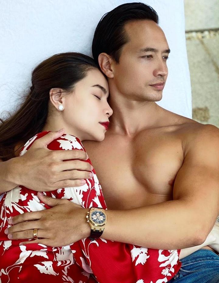 Hồ Ngọc Hà chăm đăng ảnh giường chiếu khoe cơ bắp cuồn cuộn của Kim Lý-3