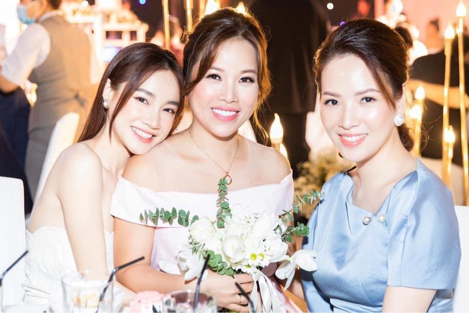 Nhã Phương đẹp lấn lướt cô dâu khi đi dự đám cưới-2