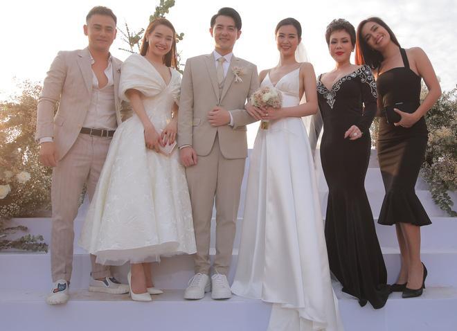 Nhã Phương đẹp lấn lướt cô dâu khi đi dự đám cưới-5