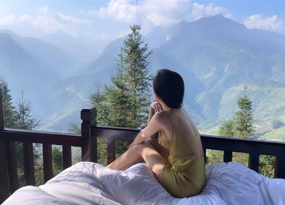 Thánh nữ Mì Gõ Phi Huyền Trang diện đồ ngủ xuyên thấu lộ ngực trần-6