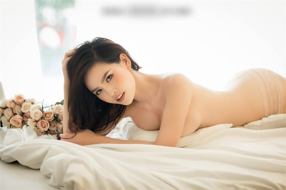 Thánh nữ Mì Gõ Phi Huyền Trang diện đồ ngủ xuyên thấu lộ ngực trần-5