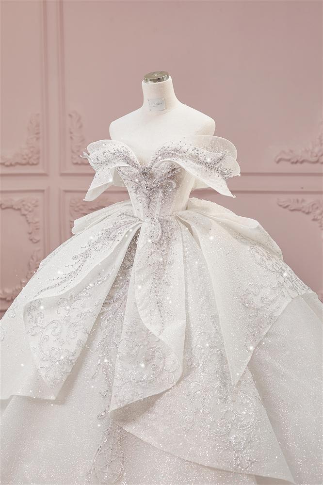 Cận cảnh 3 bộ váy cưới hơn 28 tỷ giúp Xoài Non lộng lẫy như công chúa trong ngày cưới Xemesis-10