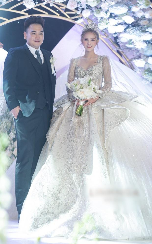 Cận cảnh 3 bộ váy cưới hơn 28 tỷ giúp Xoài Non lộng lẫy như công chúa trong ngày cưới Xemesis-1