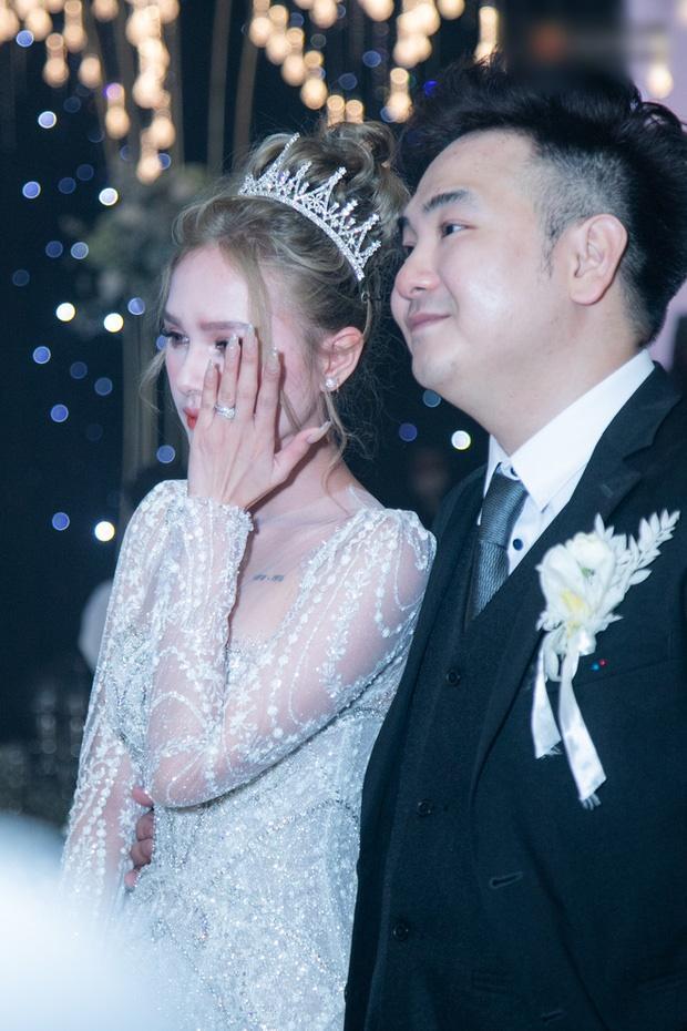 Cận cảnh 3 bộ váy cưới hơn 28 tỷ giúp Xoài Non lộng lẫy như công chúa trong ngày cưới Xemesis-12