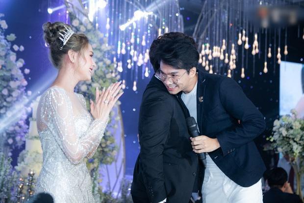 Cận cảnh 3 bộ váy cưới hơn 28 tỷ giúp Xoài Non lộng lẫy như công chúa trong ngày cưới Xemesis-13