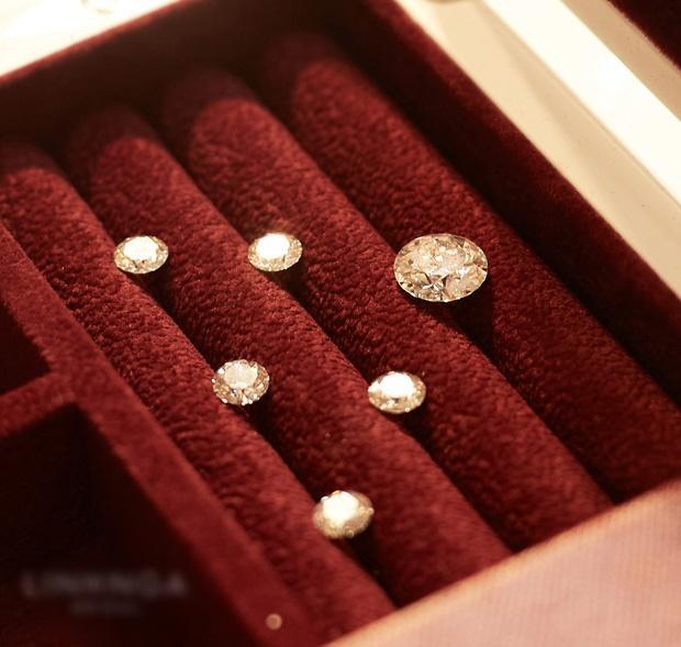 Cận cảnh 3 bộ váy cưới hơn 28 tỷ giúp Xoài Non lộng lẫy như công chúa trong ngày cưới Xemesis-4