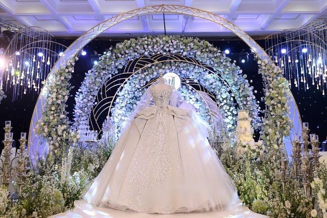 Cận cảnh 3 bộ váy cưới hơn 28 tỷ giúp Xoài Non lộng lẫy như công chúa trong ngày cưới Xemesis-5