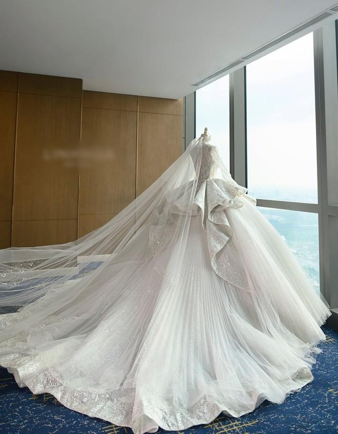 Cận cảnh 3 bộ váy cưới hơn 28 tỷ giúp Xoài Non lộng lẫy như công chúa trong ngày cưới Xemesis-6