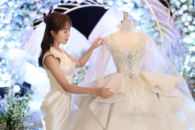 Cận cảnh 3 bộ váy cưới hơn 28 tỷ giúp Xoài Non lộng lẫy như công chúa trong ngày cưới Xemesis-7