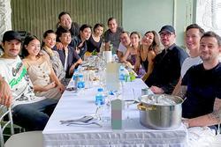 Hồ Ngọc Hà bất ngờ ngồi xa Kim Lý trong bữa tiệc sinh nhật